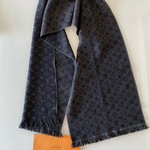 Louis Vuitton Accessories - LOUIS VUITTON Wool Monogram Classic Scarf Black